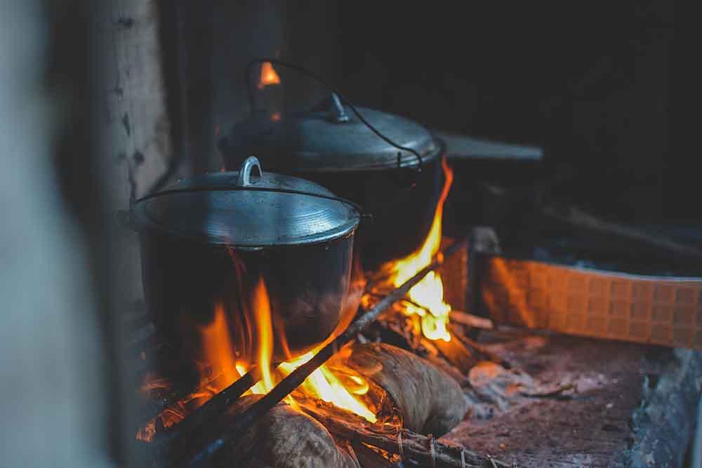 Dutch Oven auf offener Flamme