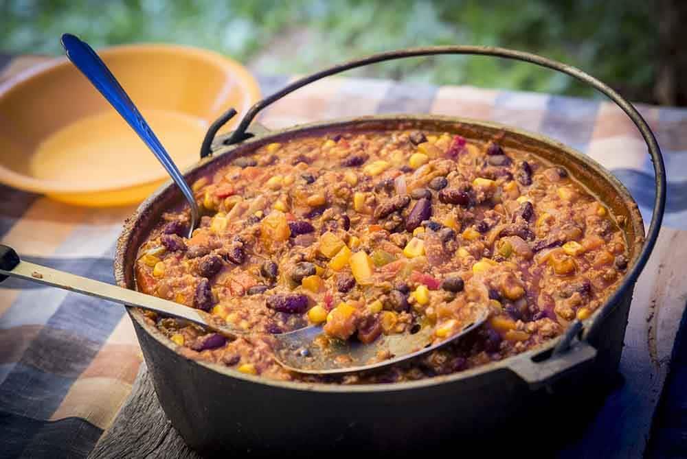 Chili Con Carne im Dutch Oven zubereitet
