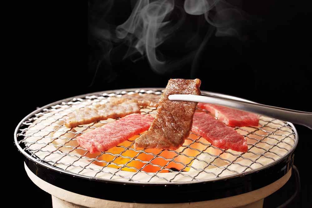 Yakiniku ist die japanische Version des Koreanischen BBQs mit einem Tischgrill