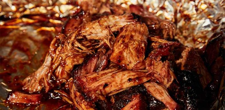 Saftiges Pulled Pork mit würziger BBQ-Sauce